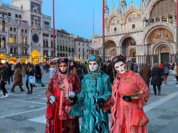 Veba Zamanlarında Aşk – Venedik Karnavalı'nın BinYüzü