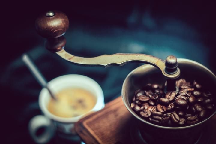 Gündüz Ayıklığı Tadında – Kahvenin Aşk Masalı GibiÖyküsü